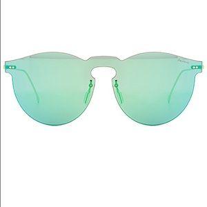 NWOT Ilesteva sunglasses in Green